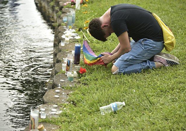 Homenaje a las víctimas del asesinato masivo en el club Orlando