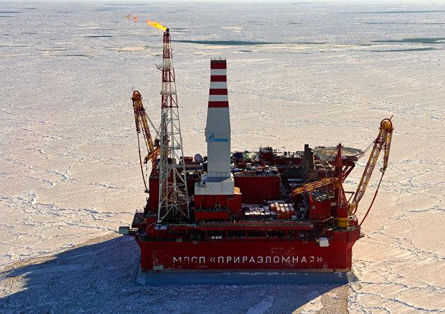 Plataforma sobre el yacimiento petrolífero Prirazlomnoye en el Árctico
