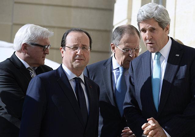 Frank-Walkter Steinmeier, ministro de Exteriores de Alemania; Francois Hollande, presidente de Francia; Serguéi Lavrov, ministro de Exteriores de Rusia; John Kerry, secretario de Estado de EEUU; Laurent Fabius, ministro de Exteriores de Francia