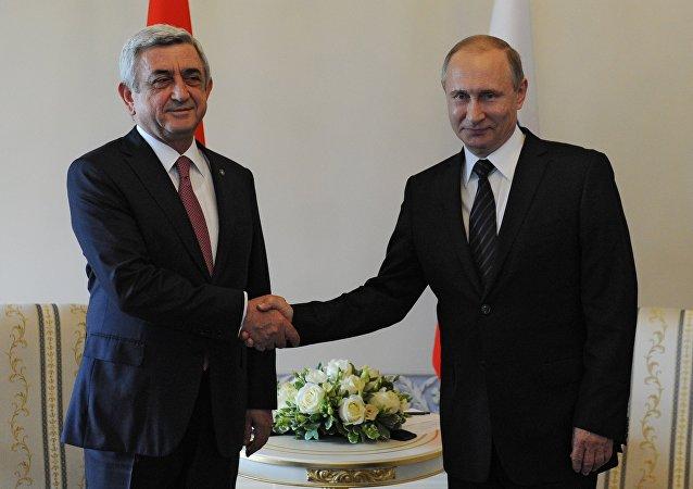 El primer ministro de Armenia, Serzh Sargsián, junto al presidente de Rusia, Vladímir Putin (archivo)