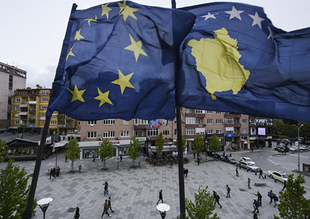 Banderas de Kosovo y la UE