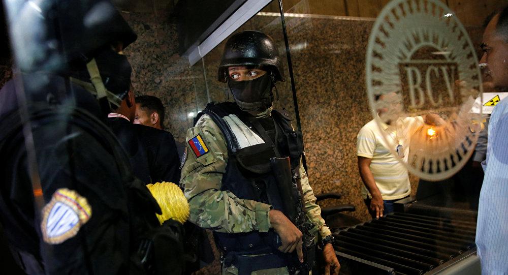 Policía en Banco Central de Venezuela