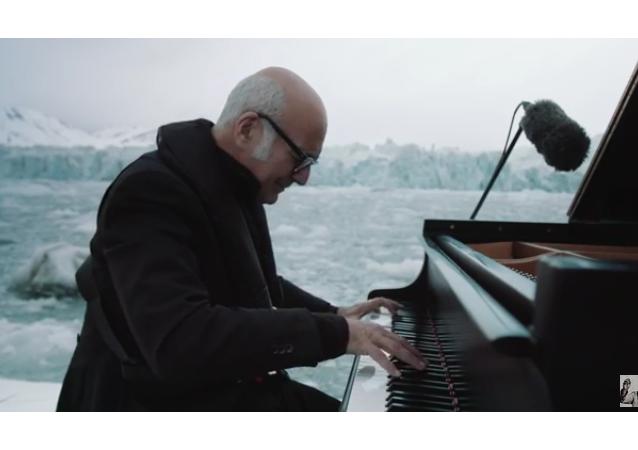 Ludovico Einaudi interpreta la 'Elegía por el Ártico'
