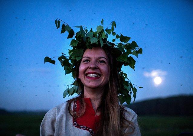 Raíces ancestrales: una ciudad rusa celebra el solsticio de verano