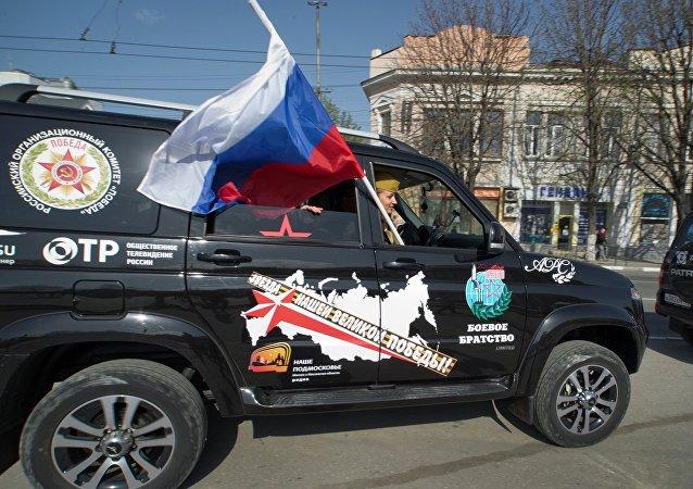 Unos ciudadanos rusos