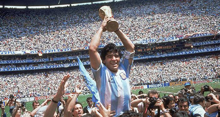 Diego Maradona después del partido histórico Argentina-Inglaterra del Mundial de México 86