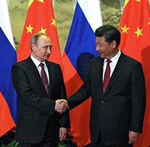 Presidente de Rusia, Vladímir Putin y presidente de China, Xi Jinping (archivo)