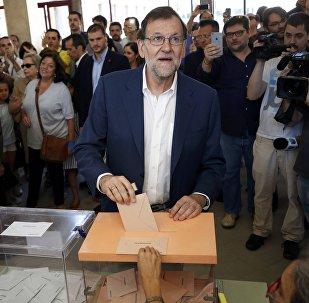 Líder del PP y el primer ministro español en funciones, Mariano Rajoy, vota en Madrid