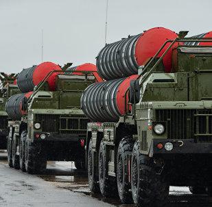 Sistemas transportables de misiles antiaéreos S-400 'Triumf'