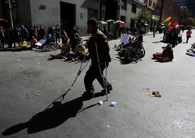 Un discapacitado durante protestas en La Paz (archivo)