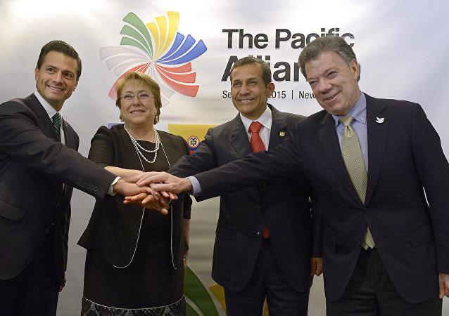 Jefes de Estado miembros de Alianza del Pacífico en 2015: Enrique Peña, Michelle Bachelet, Ollanta Humala, Juan Manuel Santos
