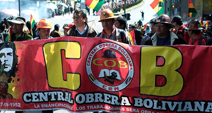 El Gobierno acusa a Guido Mitma de debilitar a la COB