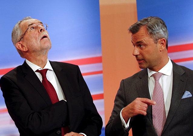 Alexander Van der Bellen y Norbert Hofer durante la campaña electoral en Austria