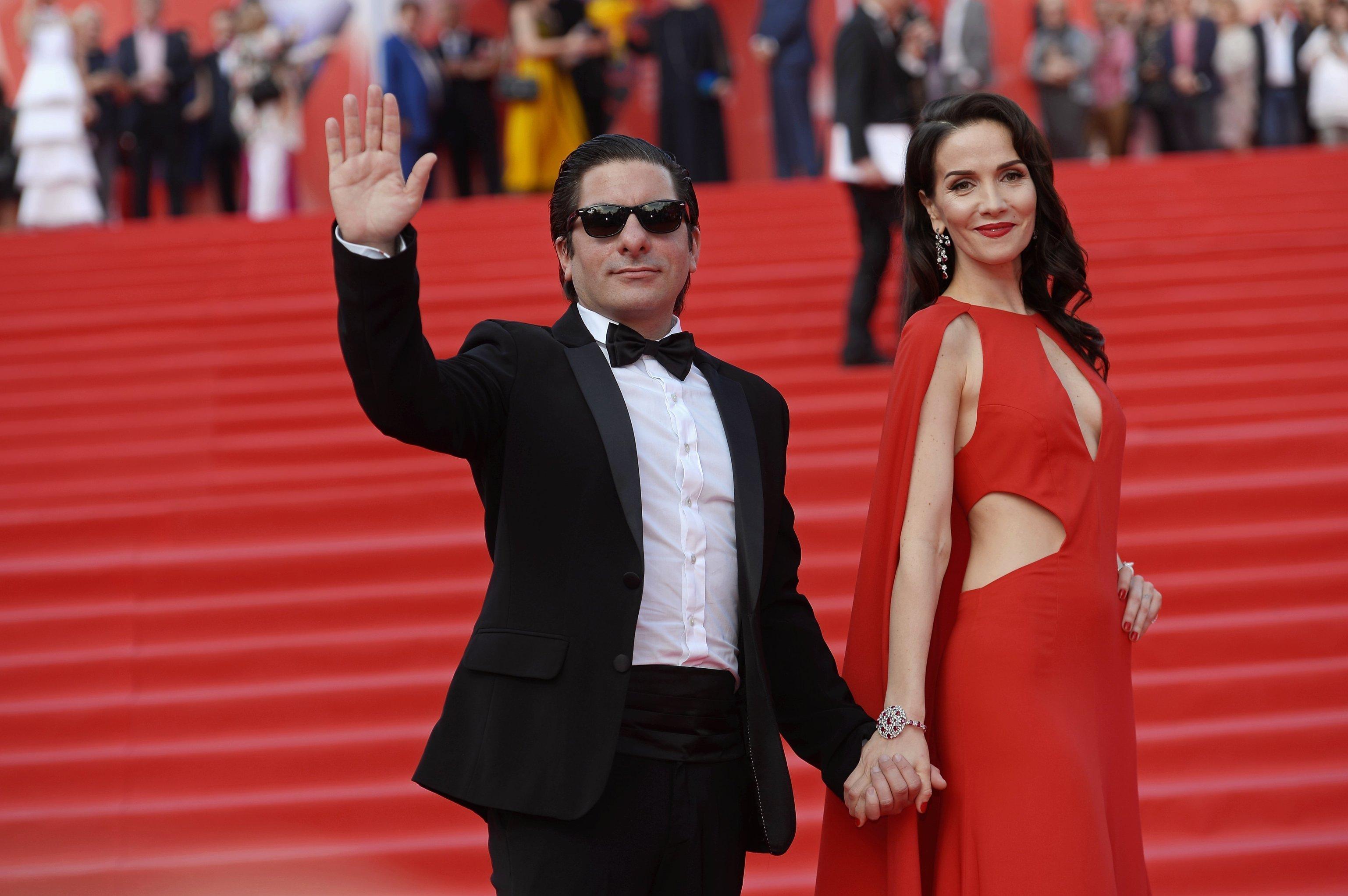 Martín Sastre, director del documental 'Nasha Natasha', y Natalia Oreiro, actriz y cantante uruguaya, en la ceremonia de clausura del 38 Festival de Cine de Moscú