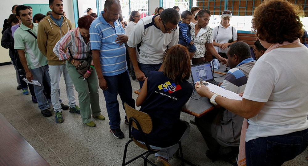 Proceso de verificación de las firmas para el referendo revocatorio contra Nicolás Maduro