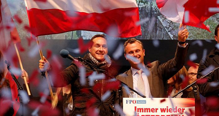 Representantes y partidarios del partido austriaco por la Libertad