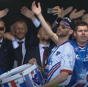 Islandia entona el grito de guerra vikingo celebrando la vuelta de su selección a casa