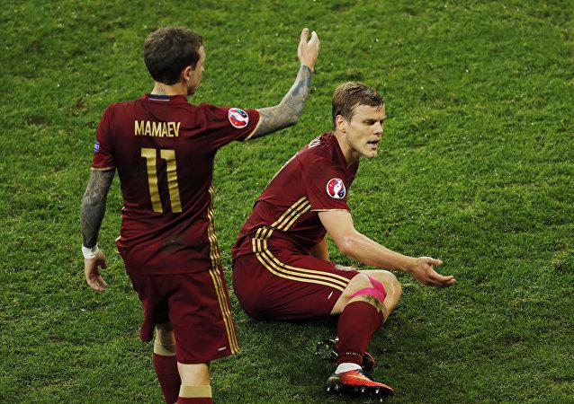 Alexander Kokorin y Pável Mamáev, integrantes de la selección rusa de fútbol.