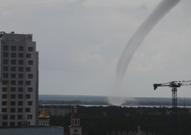 Twister ruso: un tornado se cierne sobre la ciudad de Surgut