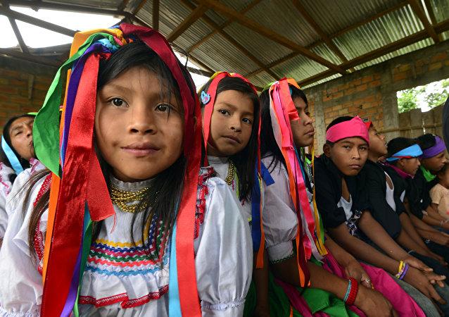 Niñas y niños quechua. Archivo.