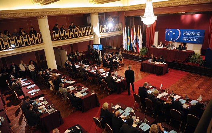 Parlamento del Mercosur saluda diálogo en Ecuador y critica al Gobierno y OEA