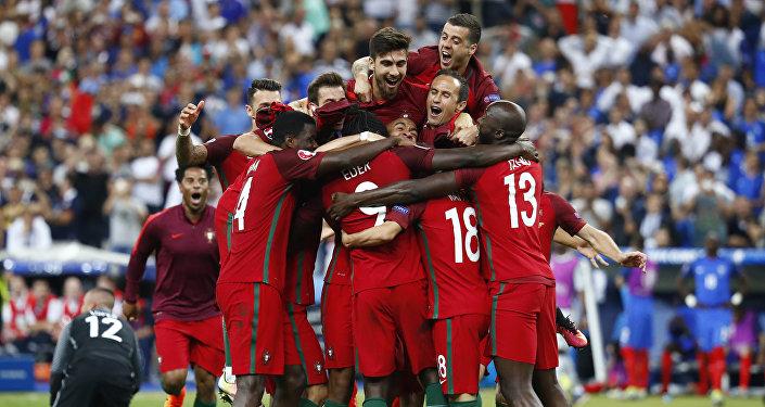 Selección de fútbol de Portugal celebra su victoria en la Eurocopa 2016