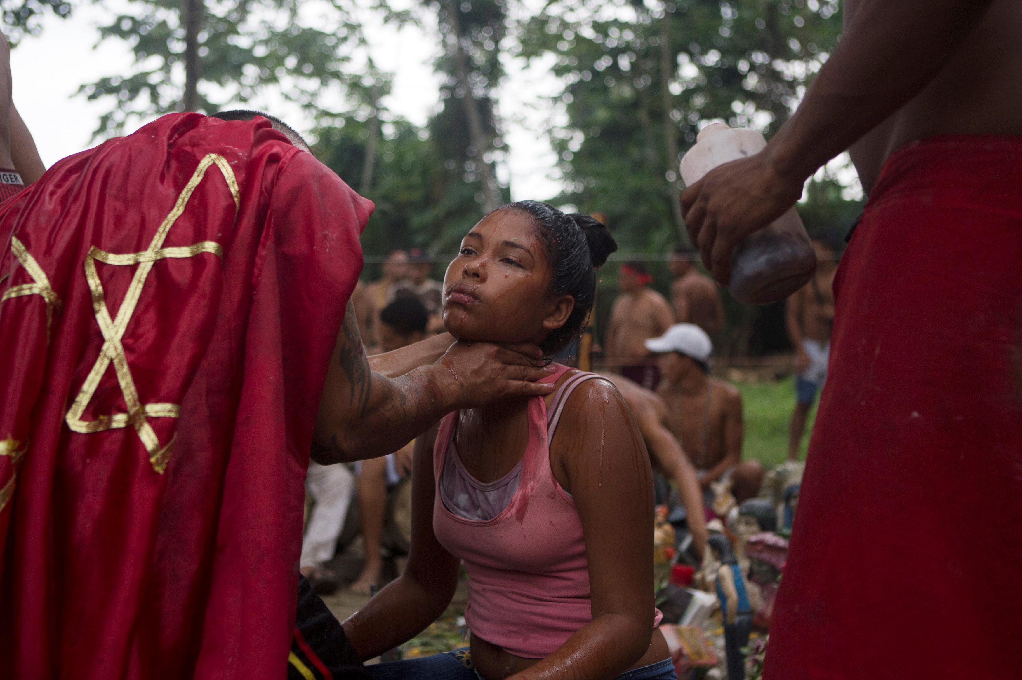 Las ceremonias religiosas se llevan a cabo en la montaña de Sorte, en Chivacoa. Según la leyenda, allí habita el espíritu de la diosa