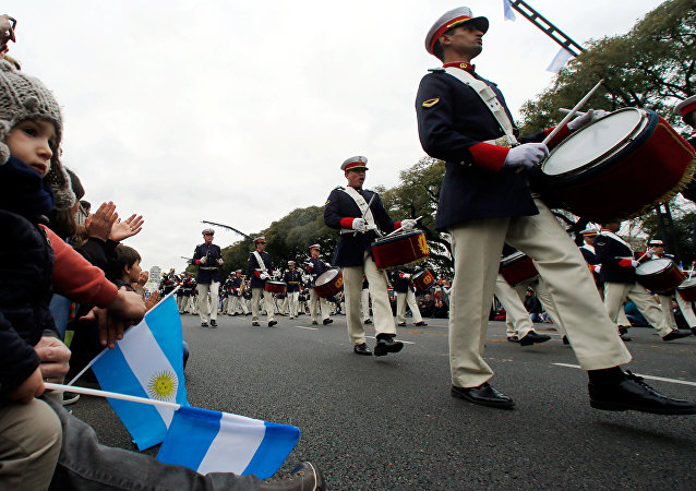 Desfile militar celebrado en Buenos Aires con motivo del Bicentenario