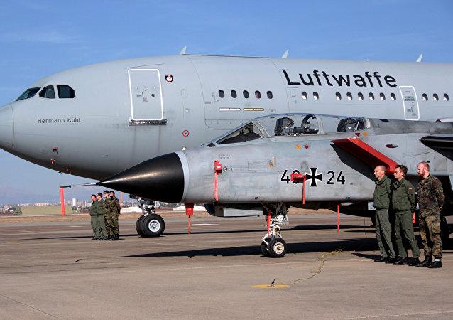Soldados alemanes en la base aérea de Incirlik