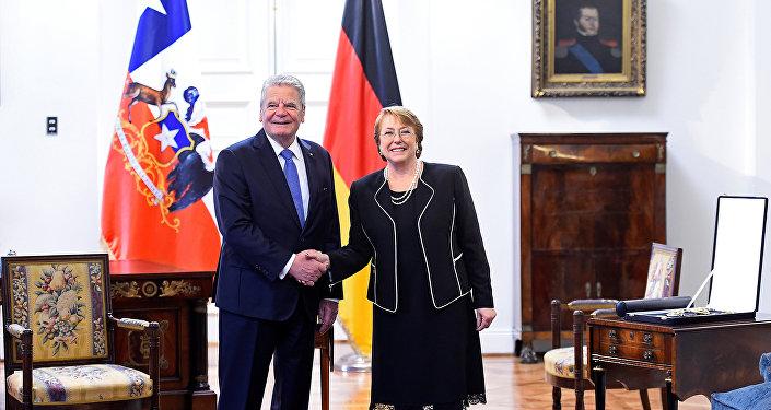 Joachim Gauck, presidente de Alemania, y Michelle Bachelet, presidenta de Chile