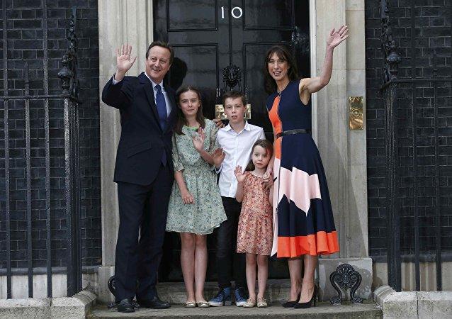 Exprimer ministro del Reino Unido, David Cameron, con su familia antes de presentar su dimisión