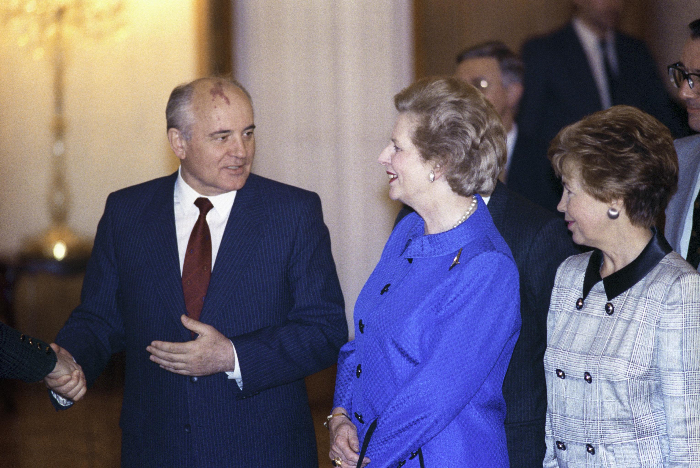 Mijaíl Gorbachov, expresidente de la URSS, y Margaret Thatcher, ex primera ministra del Reino Unido, en una recepción en el Kremlin