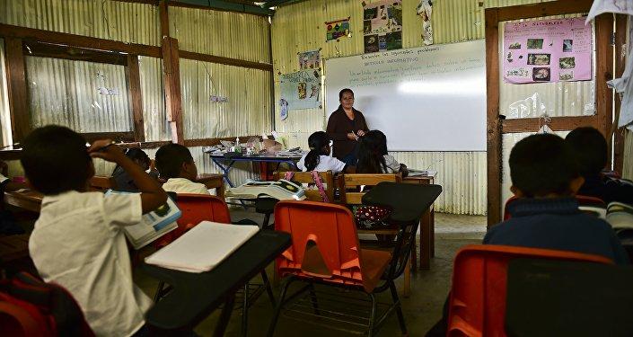 Una clase en la escuela rural de Adolfo Lopez Mateos en Oaxaca