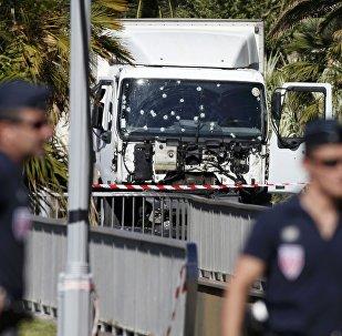Policiía de Niza en Promenade des Anglais
