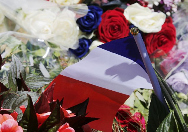 Flores en homenaje a las víctimas del atentado en Niza
