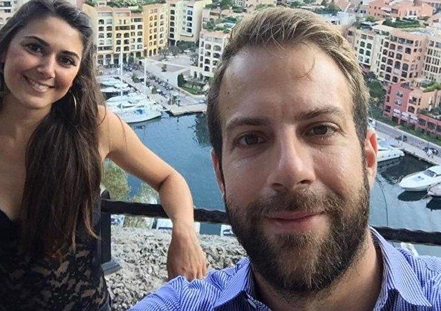 Los recién casados Vangelis Antonakos y Amalia Kolovou
