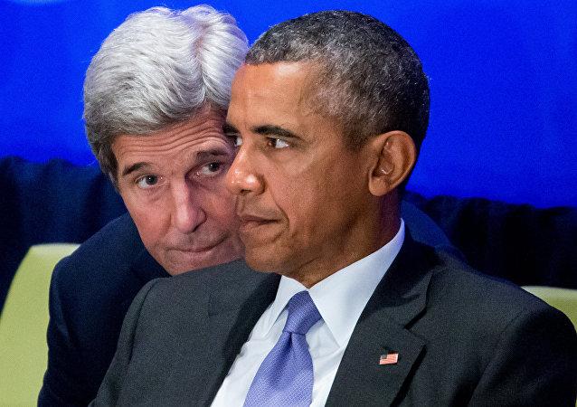 El Secretario de Estado John Kerry y el Presidente Barack Obama, 29 de septiembre de 2015