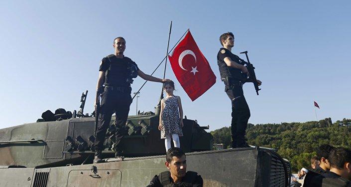La primera mañana después del fracasado intento de golpe de Estado en Turquía (archivo)