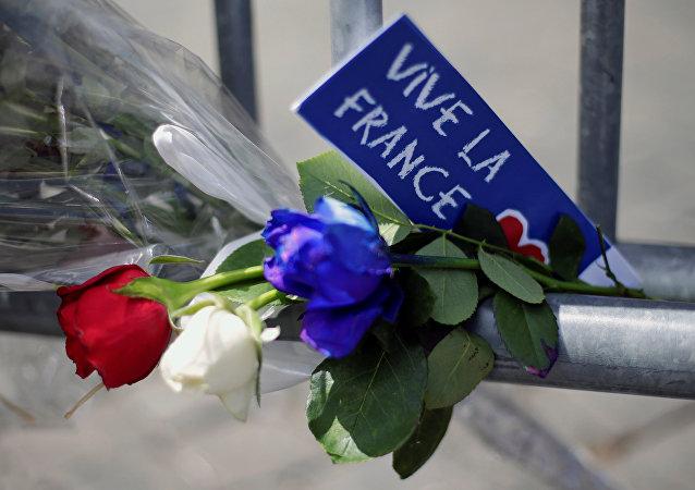 Viva Francia - Flores en homenaje a las víctimas del atentado en Niza