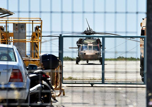 Helicóptero turco en Alejandrópolis, Grecia
