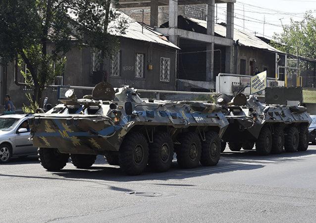 Dos atacantes del cuartel policial en Ereván se entregan a las fuerzas de seguridad