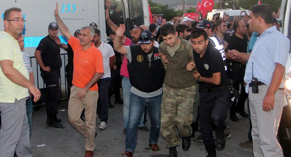 Soldados sospechosos en la intentona golpista en Turquía