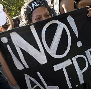 Manifestantes protestan contra el TPP en Chile
