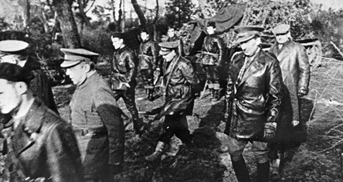 Operadores de tanques soviéticos y españoles cerca de Alcalá de Henares el 1 de marzo de 1937