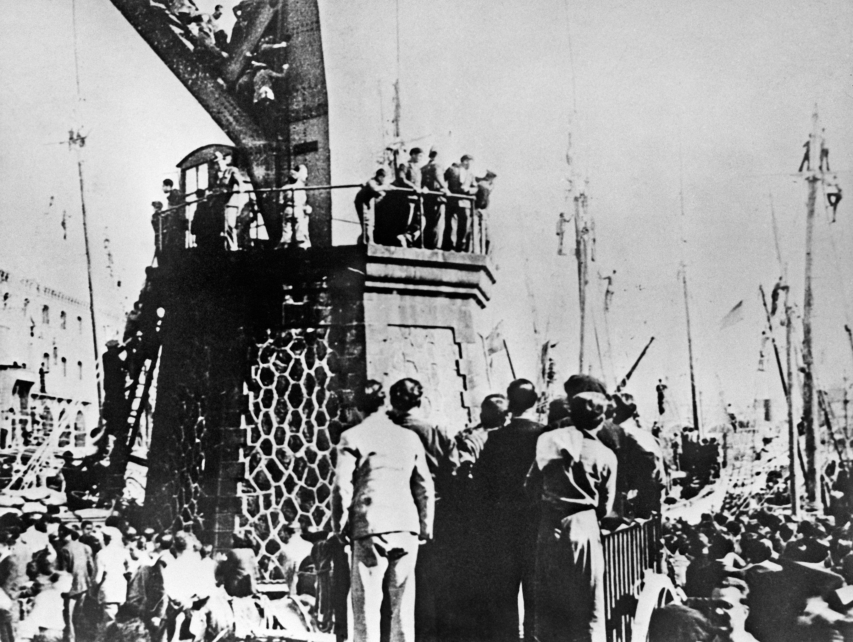 La ayuda de la URSS a la España republicana, El barco soviético 'Zagorsk' llega a Barcelona (archivo del Museo de la revolución en Leningrado)