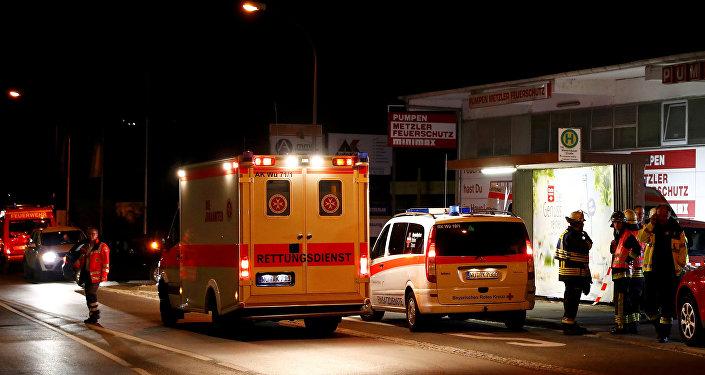 Los servicos de emergencia en el lugar del ataque del joven afgano a los pasajeros del tren en Alemania
