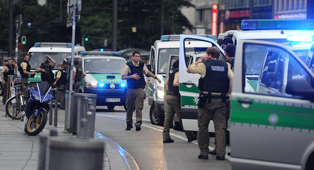 Policía en el área de la plaza Karlsplatz en Múnich