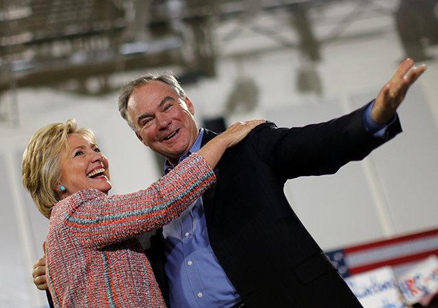 Hillary Clinton, candidata republicana a la presidencia de EEUU, y senador Tim Kaine