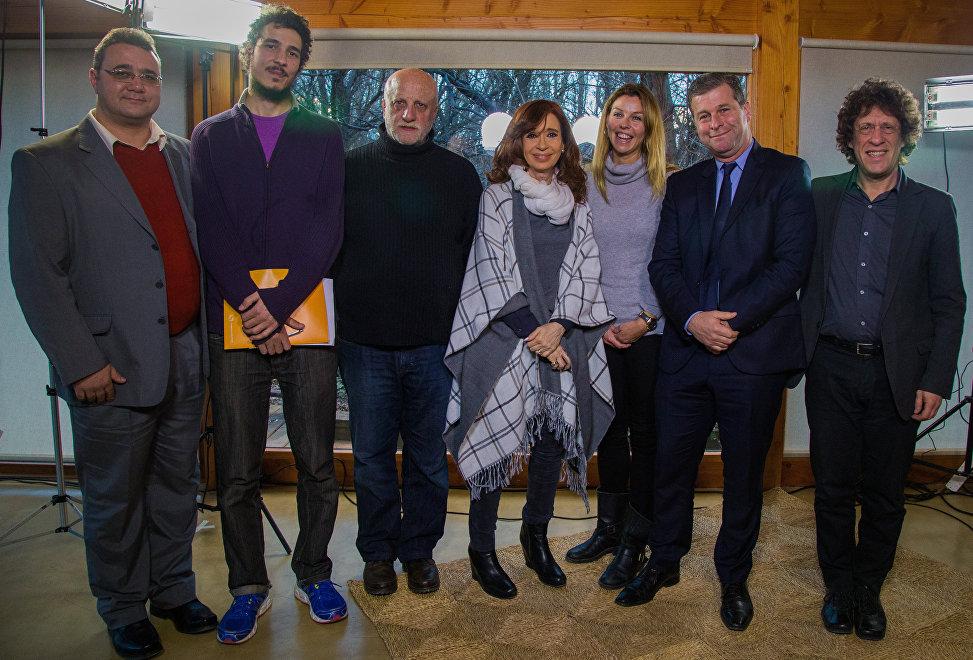 Cristina Kirchner recibe en su casa a periodistas de las agencias Sputnik, Reuters y Nodal, de las cadenas de televisión Telesur y a Al Jazeera y del periódico La Jornada