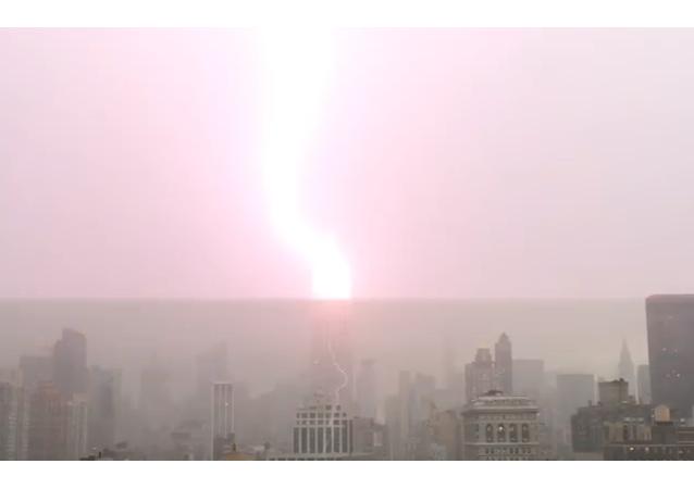 Un mal presagio: el Empire State es alcanzado por un rayo